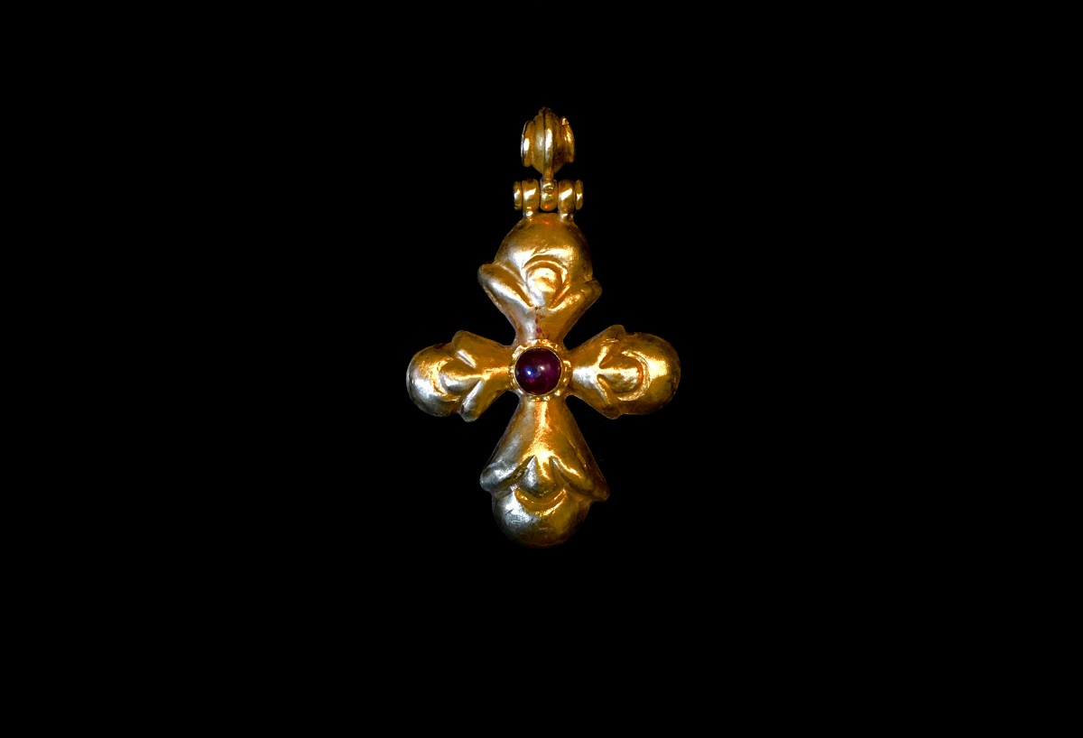 Byzantine gold pendant