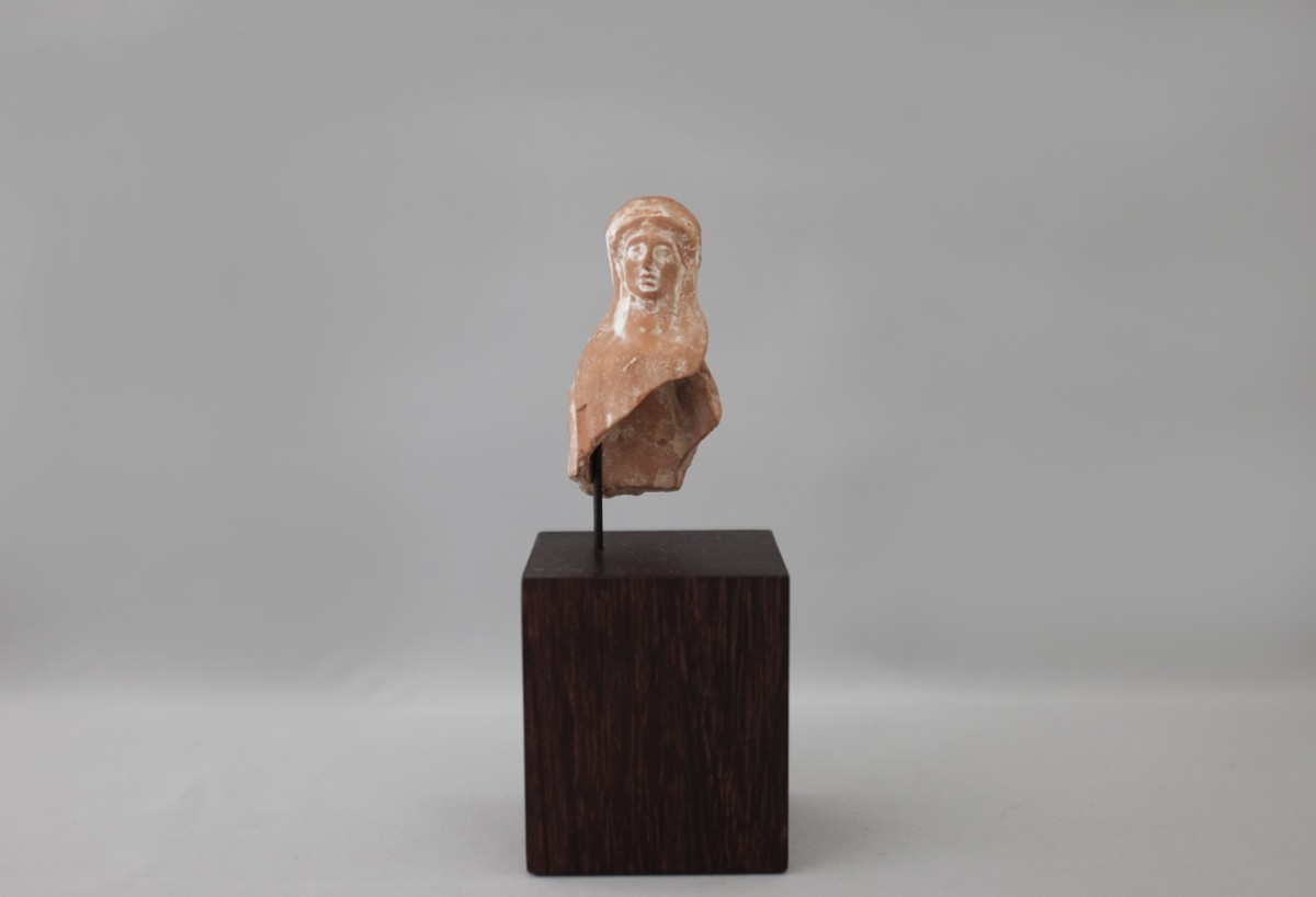 Greek terracotta figurine